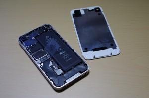 iPhone4S 裏ぶた外し
